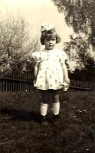 Haneczka w wieku około 5 lat (arch. rodzinne, wszelkie prawa zastrzeżone)