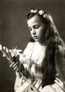 Haneczka w wieku komunijnym. Zdjęcie datowane na 17 lipca 1948 roku (arch. rodzinne, wszelkie prawa zastrzeżone)